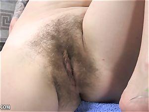 Niki Snow fucktoys her fur covered poon for you