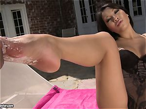 jaw-dropping chinese Asa Akira likes getting her uber-sexy soles worshipped by her bf