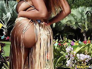 Hawaiian vulva romping with Moriah Mills