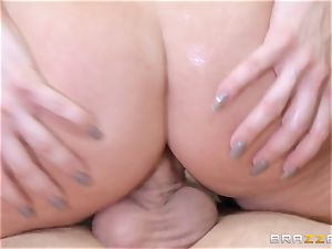 redhead chief Britney Amber penetrates a naughty worker