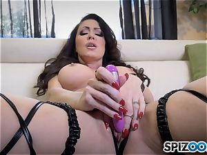 ultra-kinky Jessica Jaymes glides a faux-cock in her raw minge