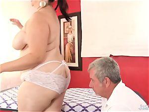 plumper huge-chested Bella gets a hump massage