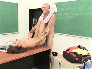 Izybella Blu gets her facehole crammed with super-hot spunk
