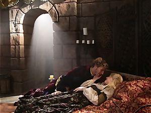 warm queen Anikka Albrite awoken with a plumb
