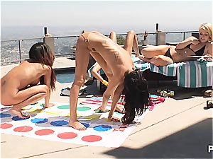Twister beotches trio