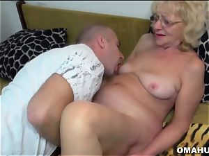 Lusty Mature whore plumbed by a naughty dude