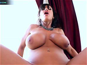 Lisa Ann luvs sitting into Toni Ribas big meatpipe