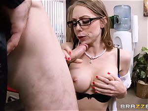 appetizing assistant Shawna Lenee puts this cop off his stride