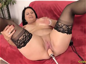 Mature Leylani cock pulverized by a Machine