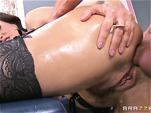 Lisa Ann all well-lubed up and analled