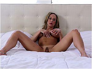 Hardbody cougar Brandi cumming hard