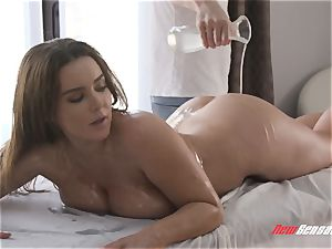 Natasha cute xxx big hooter rubdown