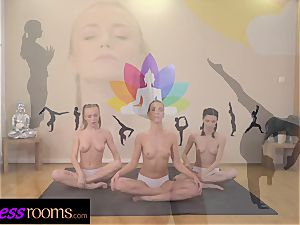 sport apartments Yoga lesbo centipede snatch slurping