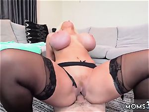 Neighbors mommy car blowjob but lil did he know that his allys step mommy, Alura