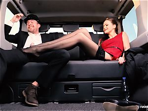 humped IN TRAFFIC - british Tina Kay pulverized in the car