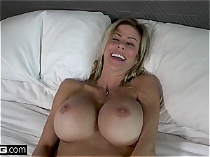 boink Real cougars Alexis Fawx demonstrating