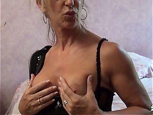 LA COCHONNE - whorey French mature gets roughed up penetrate
