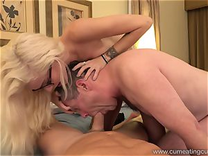 Halle Von and Her Cuck hubby Take Turns deep-throating trunk