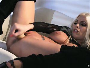 Britney Amber fucktoys in her honeypot